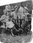 František Třeška st. sedící uprostřed