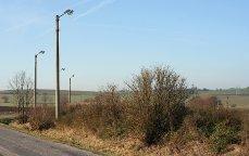 Lampy otočené mimo silnici osvětlovaly kdysi chov kachen