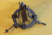 Lomany - Nástroj na vyškrabávání smoly ze sběrných nádobek