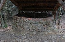 Kolomazná pec v Plzni - Bolevci, horní část okolnice již neexistuje