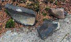 Pec pod Lipovskem - masivnější úlomky od hrdla a dna nádob